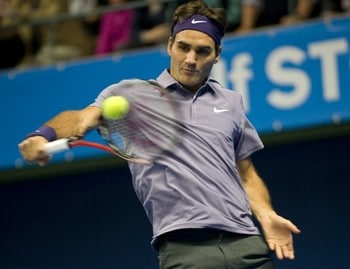 Federer aggressive on the return