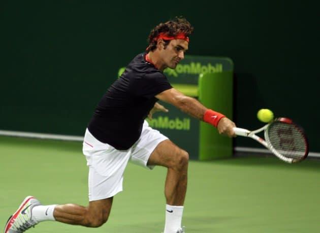 Federer beats Davydenko in Doha