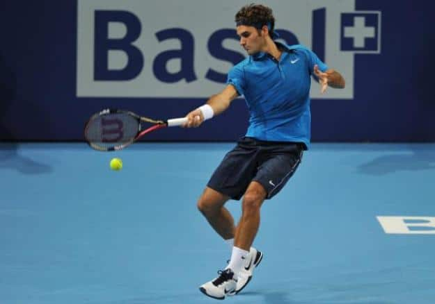 Federer defeats Roddick with ease in Basel