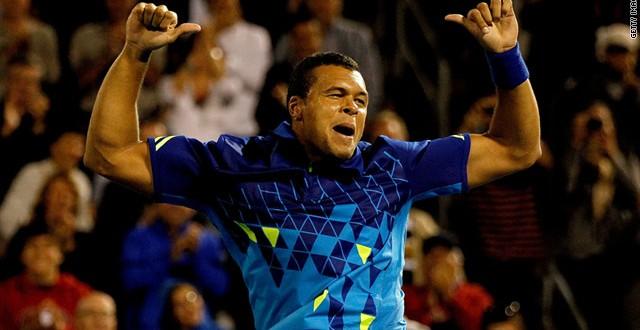 Tsonga defeats Federer 7-6 6-4 6-1