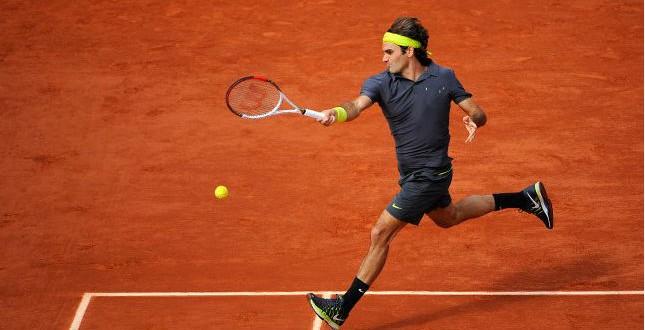 Federer beats Del Potro