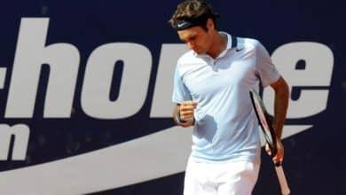 Federer defeats Hajek