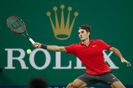 Federer Soaking up Benneteau Pressure