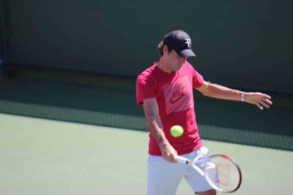 Federer practicing in 2013