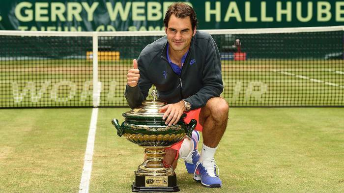 Federer stretches winning streak on grass to 17 in Halle