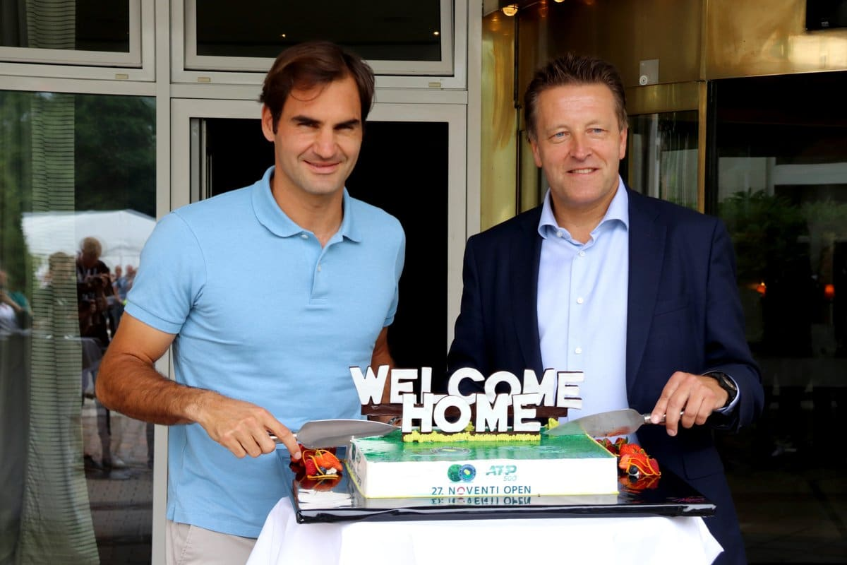 Federer off to winning start at Halle Open