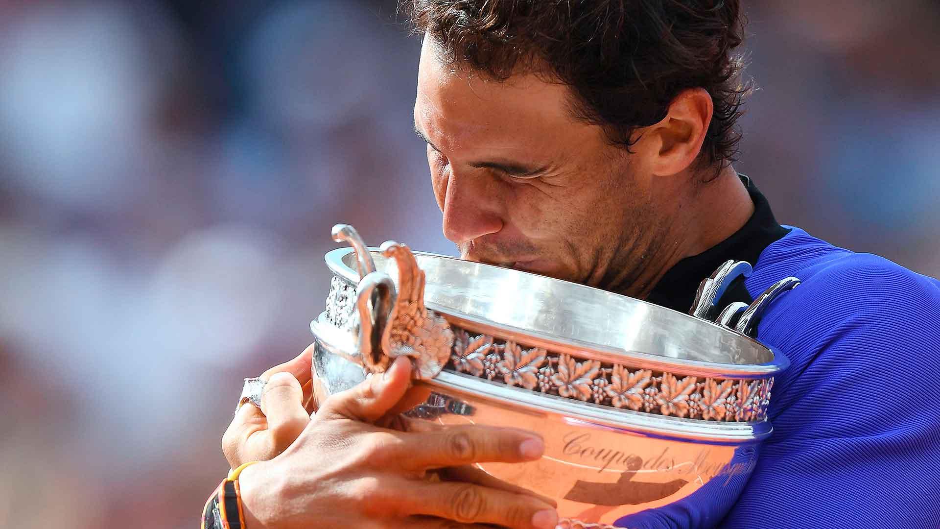 Nadal Roland Garros 2017 Final Trophy Tightv1
